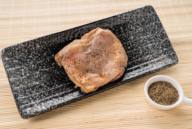 黑胡椒雞腿排(1公斤/盒) 2